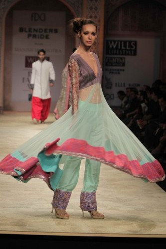 Wills Lifestyle India Fashion Week 2012 Manish Malhotra (4)