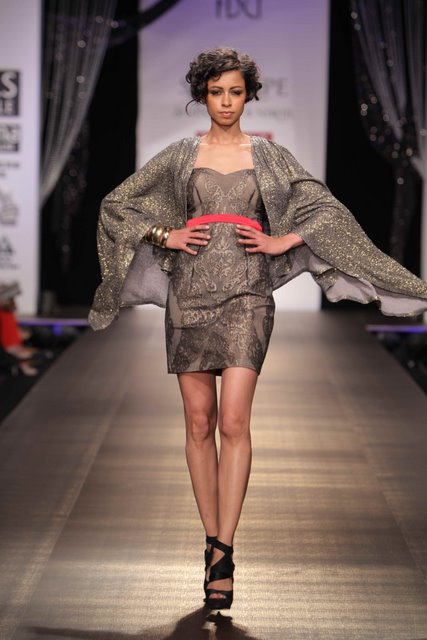 shantanu-and-nikhil-fashion-show