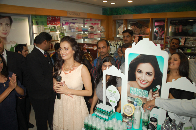 Dia Mirza Unveiled the 10 iconic products from The Body Shop