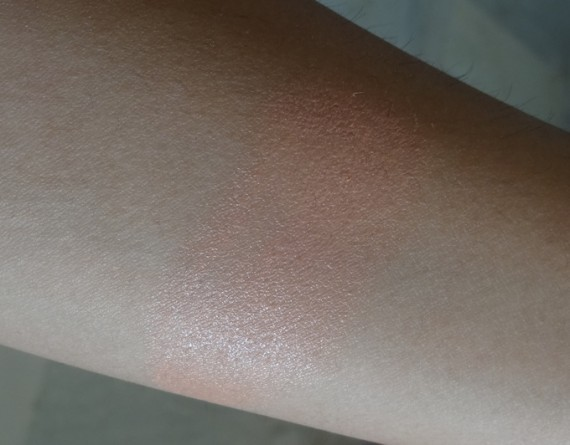 body-shop-lip-and-cheek-dome-swatch