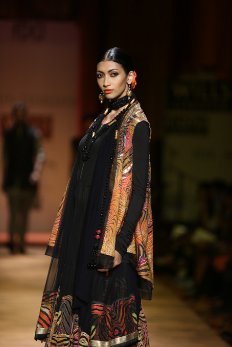 Tarun-Tahiliani-WIFW-2013-autumn-winter (2)