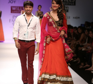 Wills India Fashion Week 2013 Autumn Winter Day 3 : Manish Malhotra & More