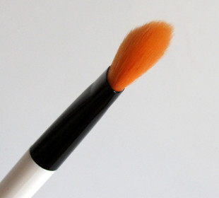 Colorbar Emphaseyes Eye Blending Brush Review