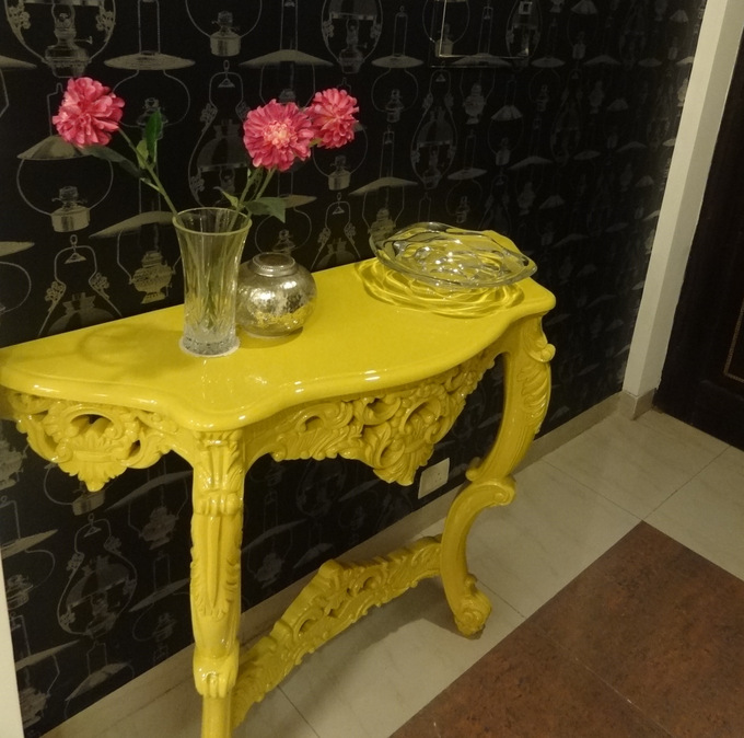 decor-diary-console-yellow