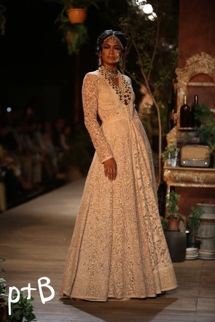 Delhi-Couture-Week-2013-Sabyasachi-Bridal-Collection (9)