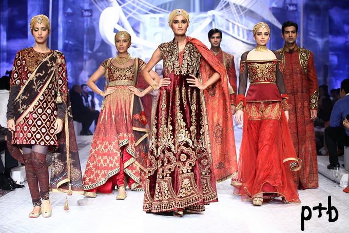 India-Bridal-Fashion-Week-2013-JJ-Valaya-Bridal-Lehenga (2)
