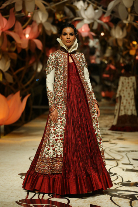 India Bridal Fashion Week Delhi 2013 - Model seen in bridal collection of  Rohit Bal_1