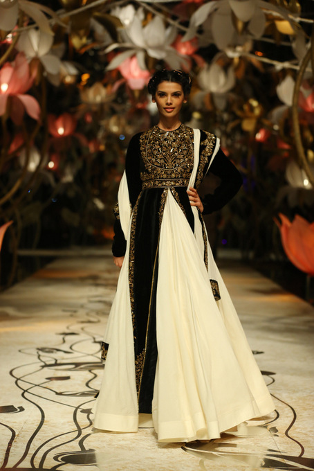 India Bridal Fashion Week Delhi 2013 - Model seen in bridal collection of  Rohit Bal_3