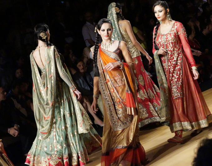 india-bridal-fashion-week-2013-aashima-leena (1