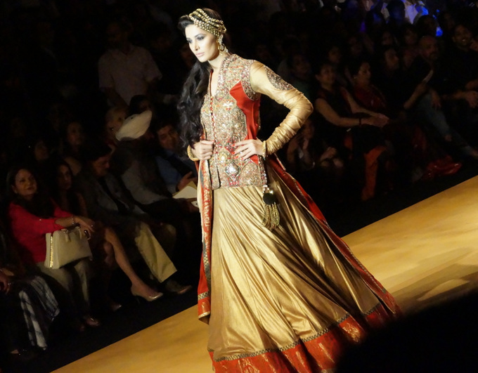 india-bridal-fashion-week-2013-aashima-leena 1