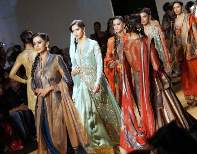 india-bridal-fashion-week-2013-aashima-leena (3)
