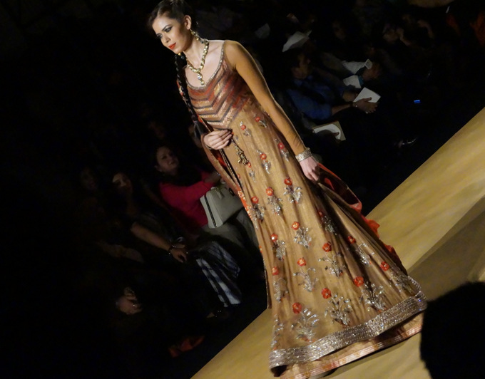 india-bridal-fashion-week-2013-aashima-leena 3