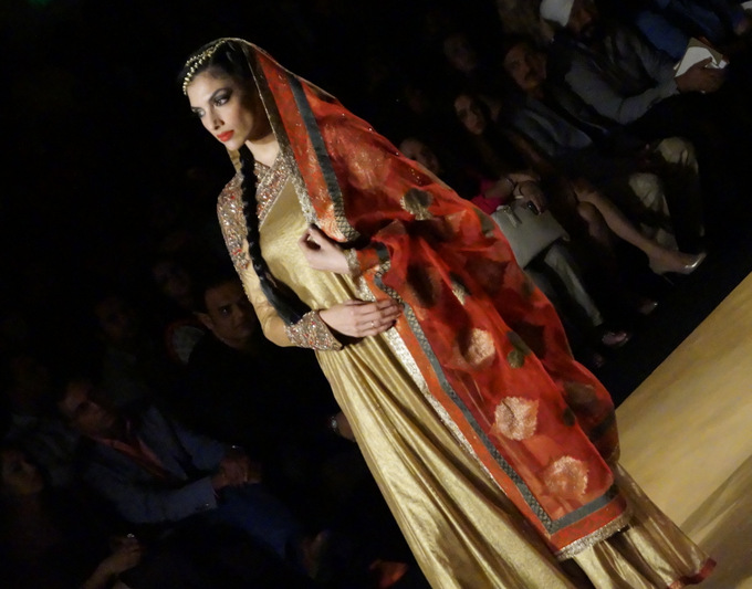 india-bridal-fashion-week-2013-aashima-leena1
