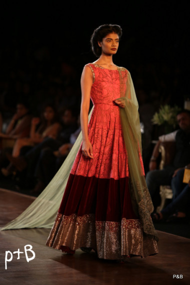 Manish-Malhotra-delhi-couture-week-2013-collection (1)