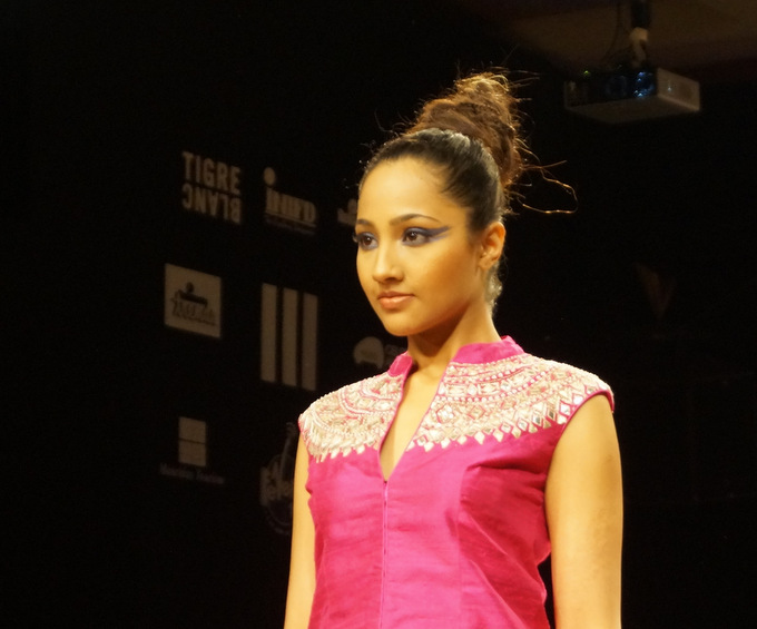 anita-dongre-2013-lakme-fashion-week-winter-festive (16)