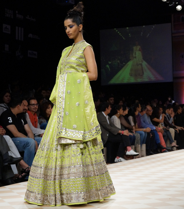 anita-dongre-2013-lakme-fashion-week-winter-festive (24)