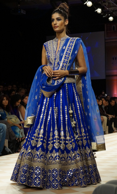 anita-dongre-2013-lakme-fashion-week-winter-festive (27)
