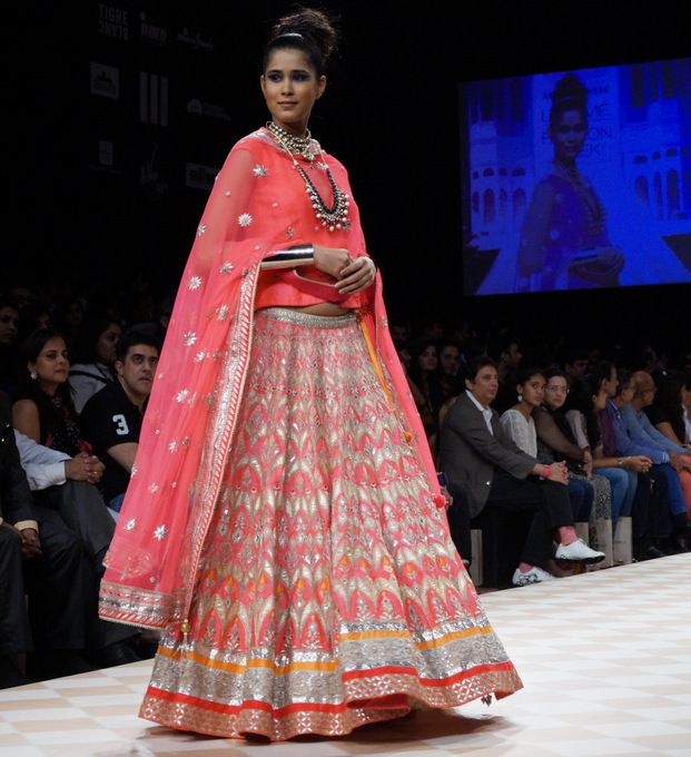 anita-dongre-2013-lakme-fashion-week-winter-festive (30)