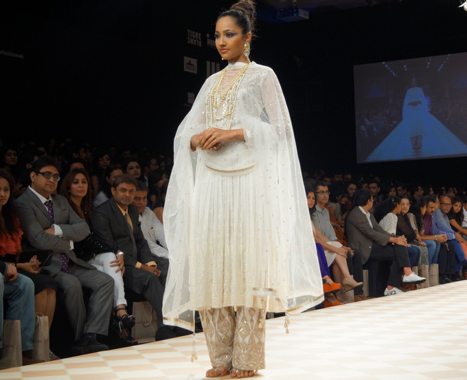 anita-dongre-2013-lakme-fashion-week-winter-festive (4)