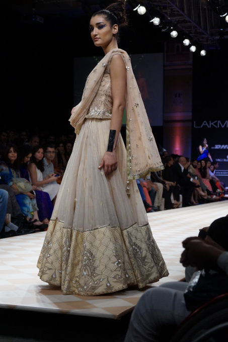 anita-dongre-2013-lakme-fashion-week-winter-festive (45)