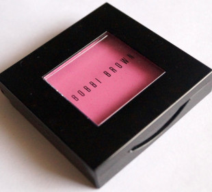 Bobbi Brown Blush in Pale Pink: Swatches & Review
