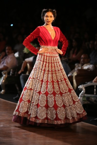 manish-malhotra-2013-bridal-collection-delhi-couture (11)