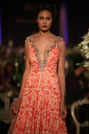 manish-malhotra-2013-bridal-collection-delhi-couture (7)