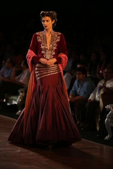 manish-malhotra-2013-bridal-collection-delhi-couture (8)