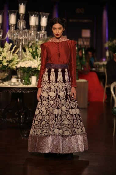 manish-malhotra-2013-bridal-collection-delhi-couture (9)