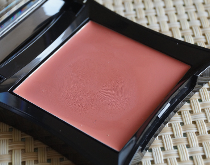 illamasqua-velvet-blush-sleek (4)