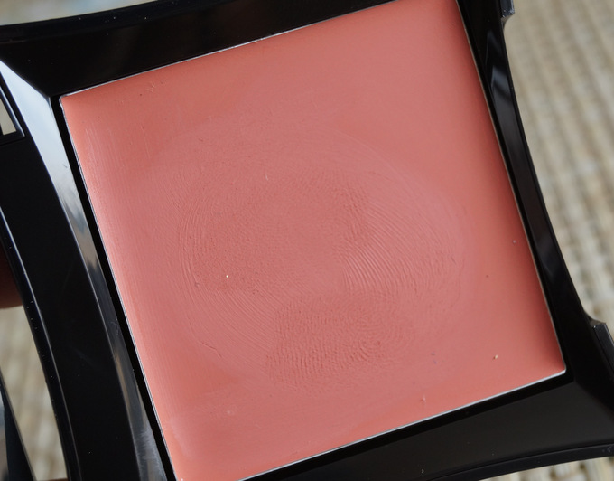 illamasqua-velvet-blush-sleek (5)