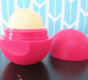 EOS Smooth Sphere Lip Balm In Pomegranate Raspberry Review