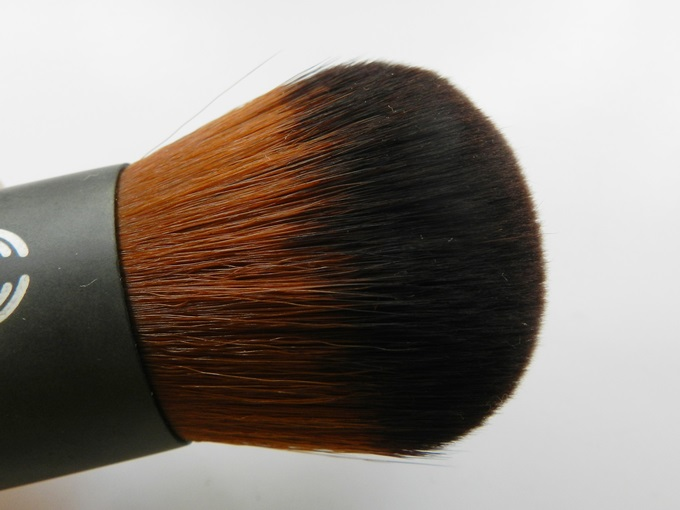 TBS Extra Virgin Minerals Foundation Brush (2)