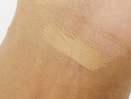 Lakme Absolute Concealer In Medium to Dark Review (3)