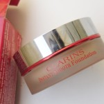 Clarins Instant Smooth Foundation in Golden Beige Review