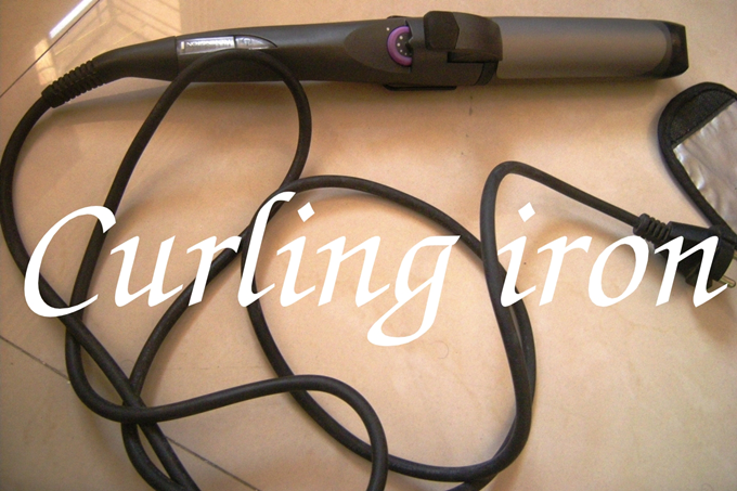 How To Curl Hair With a Curling Iron Tutorial (1)
