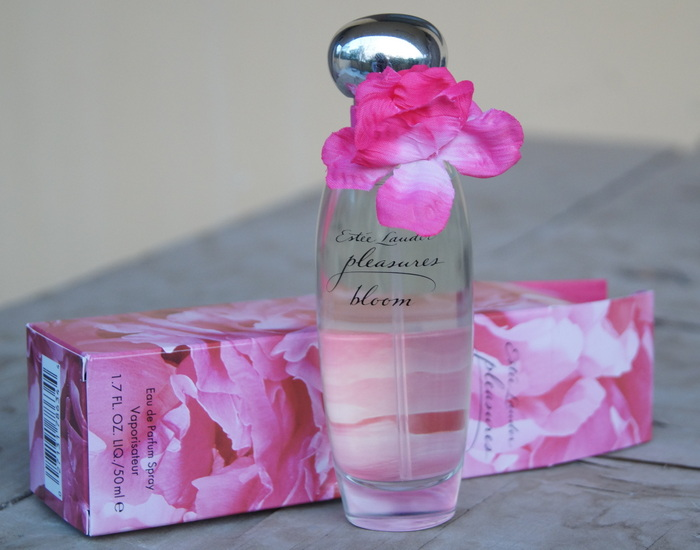estee-lauder-pleasures-bloom-perfume