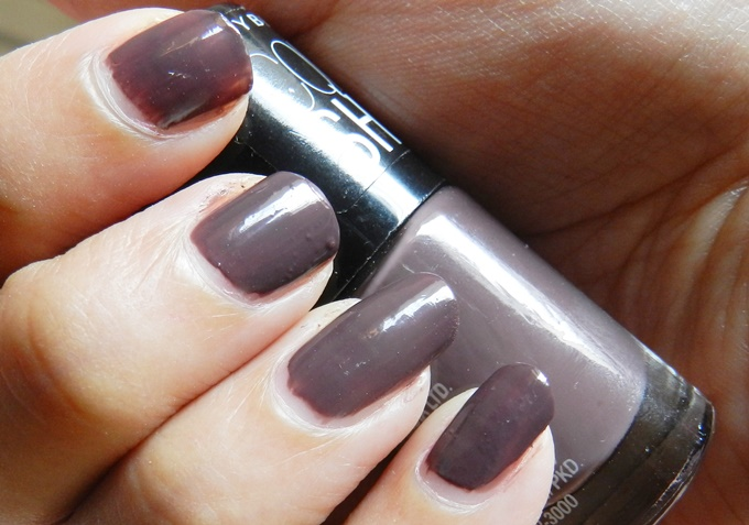 Maybelline Colorshow Nail Polish Swatches Hooked on Pink & Midnight Taupe (1)