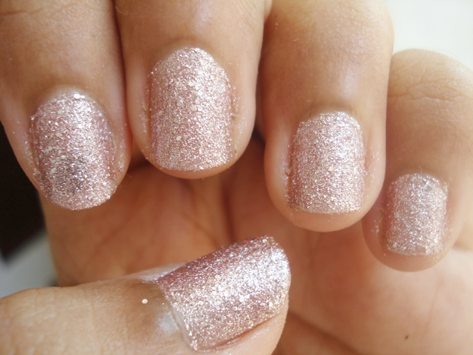 Maybelline Color Show Glitter Mania In Matinee Mauve And Pink Champagne Review (4)