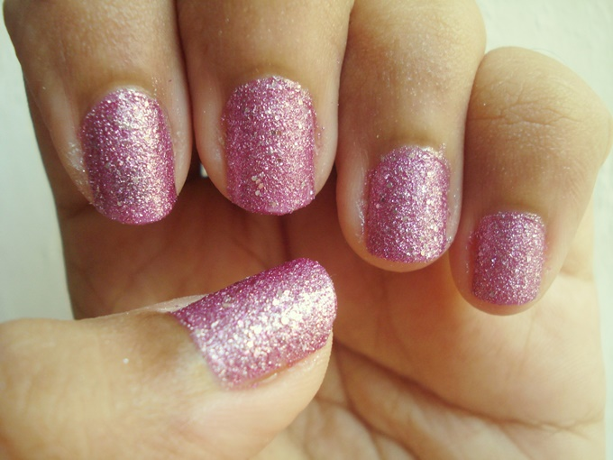 Maybelline Color Show Glitter Mania In Matinee Mauve And Pink Champagne Review (5)