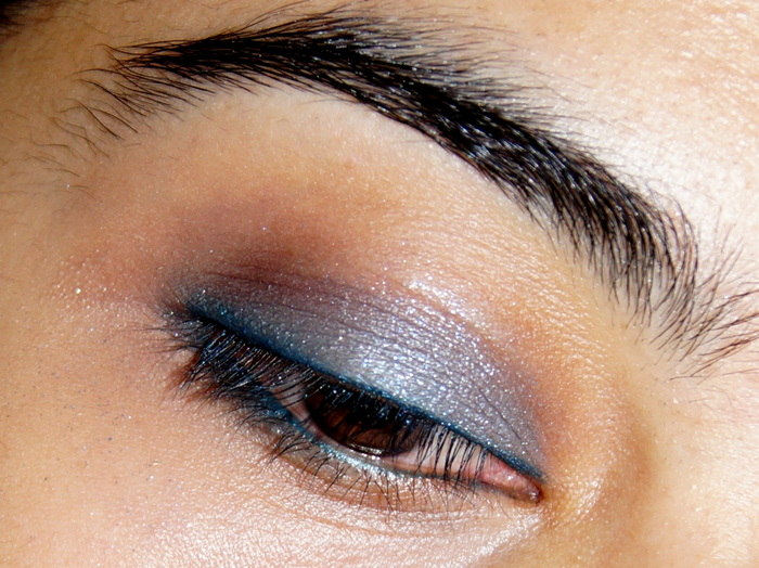 blue-eyeshadow-lakme1