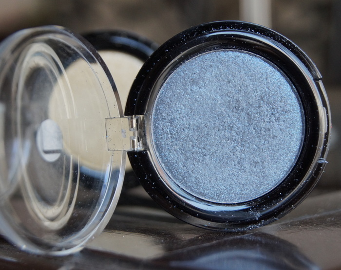 lakme-illusion-blue-pearl-eyeshadow