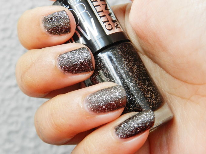Maybelline Colorshow Glitter Mania Nail Polish in Starry Nights & Dazzling Diva Review (2)