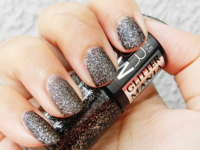 Maybelline Colorshow Glitter Mania Nail Polish in Starry Nights & Dazzling Diva Review (3)