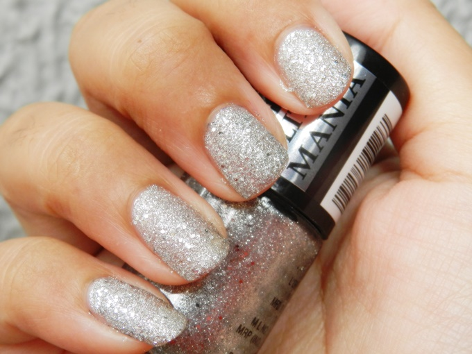 Maybelline Colorshow Glitter Mania Nail Polish in Starry Nights & Dazzling Diva Review (6)