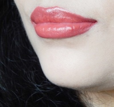 Colorbar Velvet Matte Lipstick in Peach Crush (1)