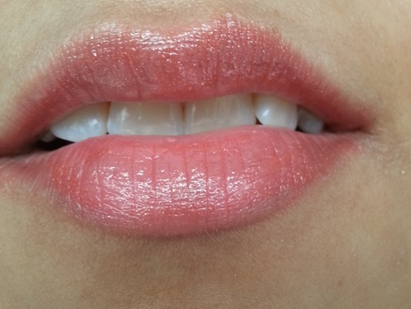 L'oreal Paris Glam Shine Balmy Gloss in Passion Fruit Perfect (1)