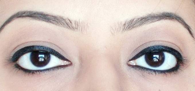 Maybelline The Colossal Liner in Black Review (6)