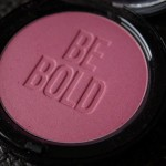 Bobbi Brown Be Bold illuminating bronzing powder in Peony Pink
