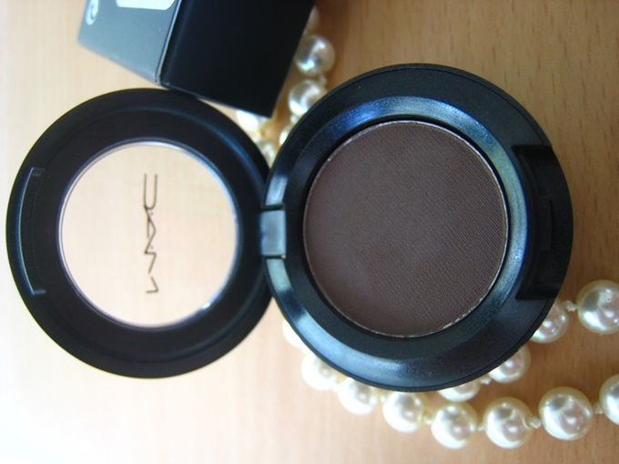 MAC Mystery Satin Eye Shadow Review (3)